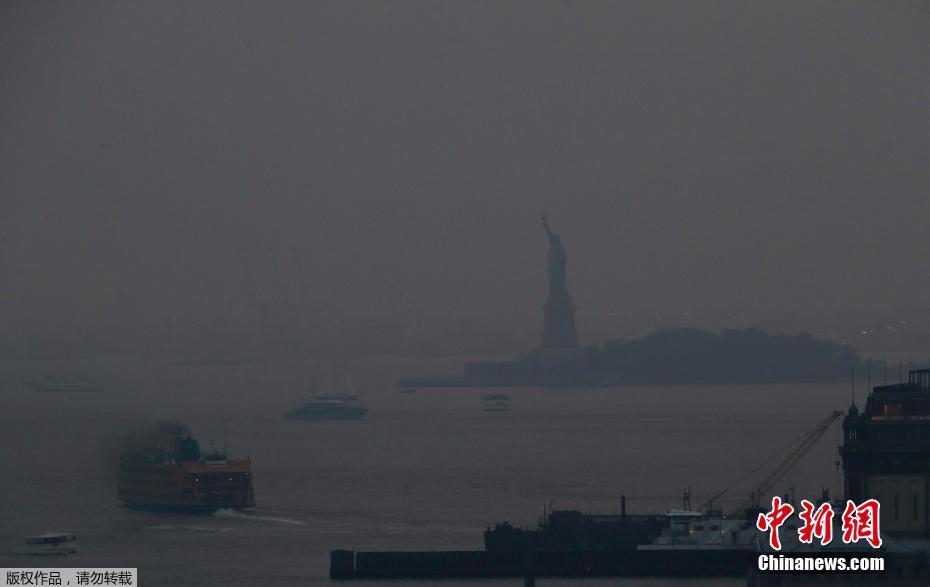 浓烟笼罩纽约