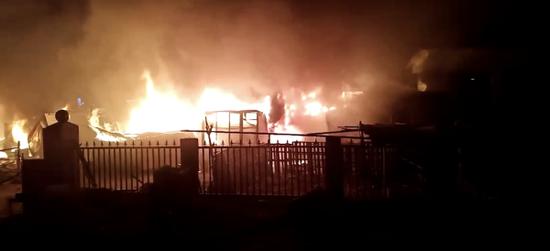 火灾现场。 目击者 供图
