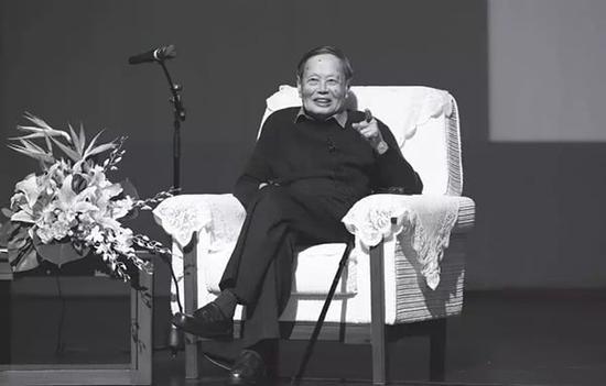 杨振宁谈自己的学习与研究经历 杨天鹏 摄