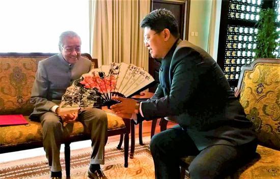 5月24日,马哈蒂尔会见中国驻马来西亚大使白天 图自《新海峡时报》