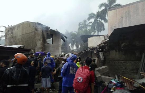 菲律宾一小型飞机坠落 机上9人全部死亡
