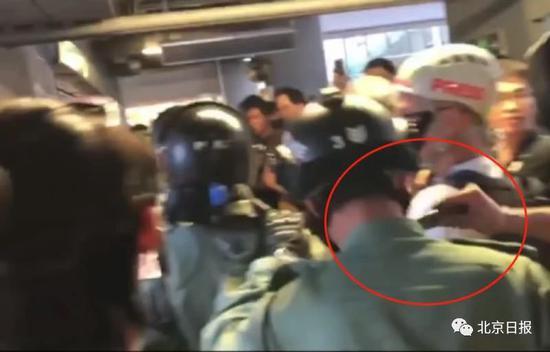 涉割港警颈部19岁学生被提堂 学校:不考虑开除