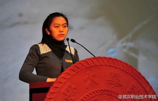 康胜美在清华大学作报告 来源:武汉职业技术学院官方微博