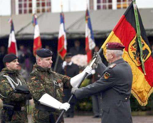 图为法德两国组建的同化部队