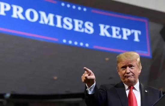 10月9日,在美国艾奥瓦州,美国总统特朗普在集会上说话。新华社/美联
