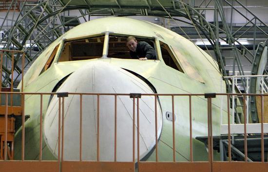 俄罗斯花超100亿卢布打造新客机 可乘坐400人(图)