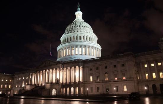 """美国政府正式""""关门"""" 涉及9个部门"""
