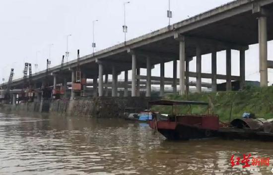 ▲5月22日上午,在離小張最后出現地點的贛江下游約50公里處,有人發現一具女性遺體,并報警。