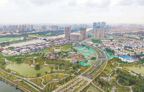 运河商务区已引入总部经济、金融、科技创新等周围企业70家。