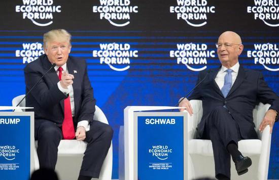 """美国总统特朗普1月26日在达沃斯世界经济论坛年会上为其""""美国优先""""政策辩护,称""""美国优先""""并非""""美国孤立""""。新华社记者徐金泉摄"""