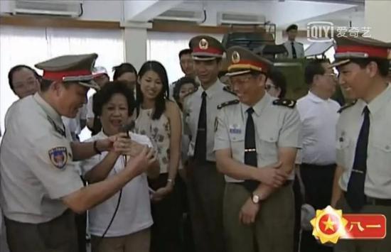 △董赵洪娉(左二)