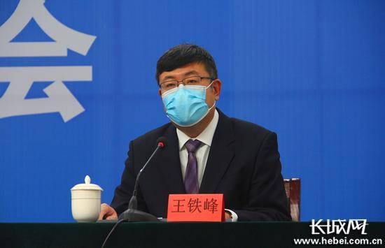 邢台燃气集团有限义务公司总经理王铁峰介绍当然气保供情况。长城网记者 郭硕 摄