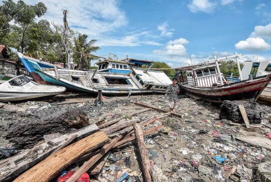 遭到海啸进攻后的景象(图源:路透社)