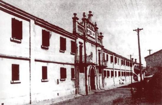 1927年4月27日-5月9日,王荷波参加了在武汉举行的中国共产党第五次全国代表大会,并在会上被选为中央监察委员会主席。图为中共五大开幕式会场旧址。