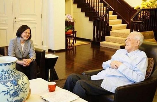 李登辉与蔡英文(台媒资料图)