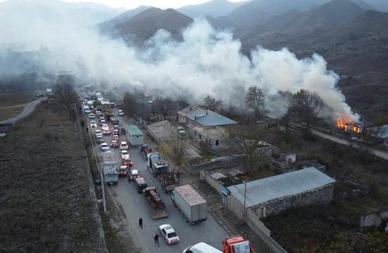 亚美尼亚人烧毁房屋,紧急撤离(美联社)