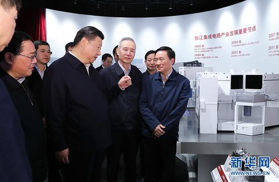 6日下午,习近平在张江科学城展现厅调查,理解上海科技创新和科技成果转化状况。新华社记者 谢环驰 摄