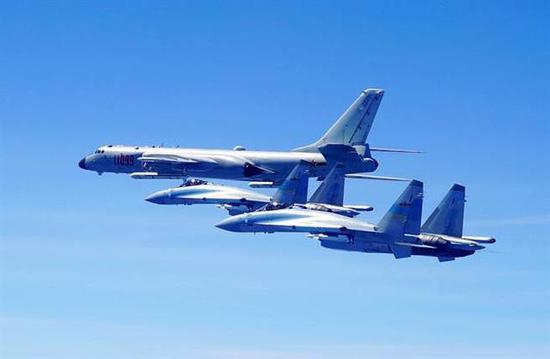 今年5月,自在军轰-6K与苏-35编队绕走台湾岛