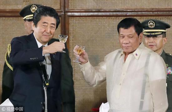 ▲资料图片:2017年1月12日,菲律宾总统杜特尔特会见到访的日本首相安倍晋三。