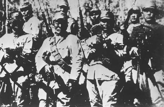 图为中国共产党领导下的东北抗日联军第一路军之一部。