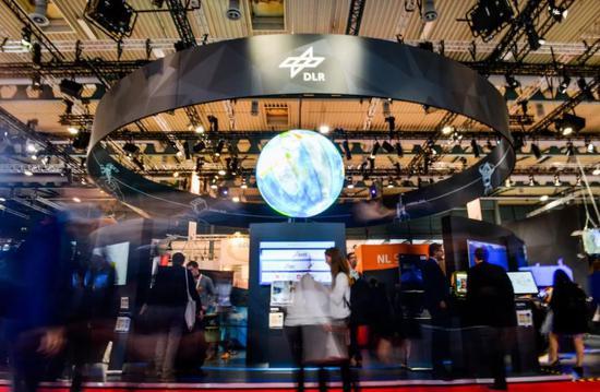 2018年10月1日,第69届国际宇航大会1日在德国不来梅会展中心开幕。新华社记者连振摄