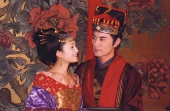 陈红出演的太平公主和赵文瑄出演的薛绍。