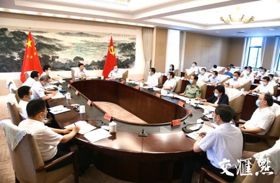 江苏省委常委会会议上午召开