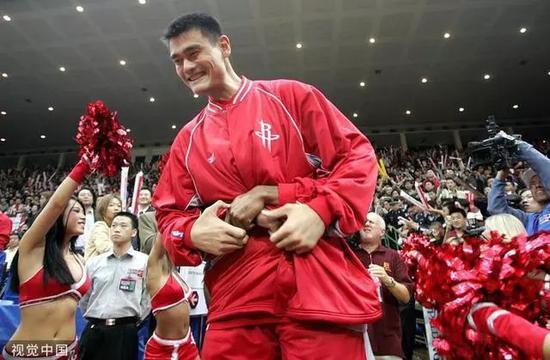 2004年10月17日,NBA中国赛北京站(图/视觉中国)