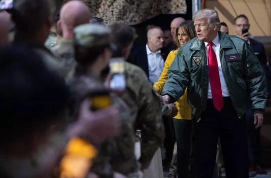 ▲12月26日,美国总统特朗普偕第一夫人梅拉尼娅对伊拉克进走了突访。