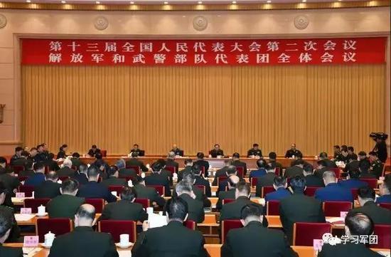 3月7日上午,出席第十三届全国人民代表大会第二次会议的解放军和武警部队代表团召开第一次全体会议。解放军报社记者 冯凯旋 摄