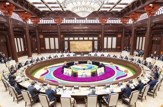 """2019年4月27日,第二屆""""一帶一路""""國際合作高峰論壇在北京雁棲湖國際會議中心舉行圓桌峰會,國家主席習近平主持會議并致開幕辭。"""