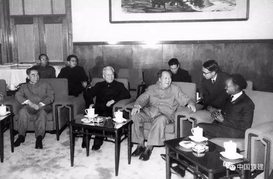 毛泽东、刘少奇、周恩来共同会见尼雷尔