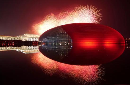 10月1日晚,庆祝中华人民共和国成立70周年联欢活动在北京天安门广场举行。新华社记者 才扬 摄