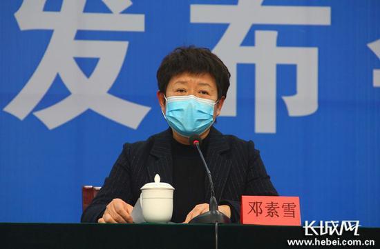 邢台市答对疫情做事领导幼组办公室主任、邢台市人民当局副市长邓素雪介绍疫情防控情况。长城网记者 郭硕 摄
