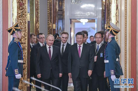 6月5日,国家主席习近平在莫斯科克里姆林宫同俄罗斯总统普京会谈。这是两国元首步入会场。 新华社记者 谢环驰 摄