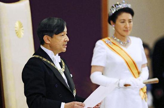"""日本德仁天皇和雅子皇后5月1日在""""即位后朝見之儀""""上(皇居)"""