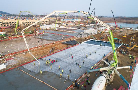 1月28日拍摄的武汉火神山医院建设工地(无人机照片)。