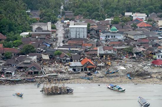 印尼抗灾署说话人苏托波在一份声明中说,海啸还造成1459人受伤,128人失踪。