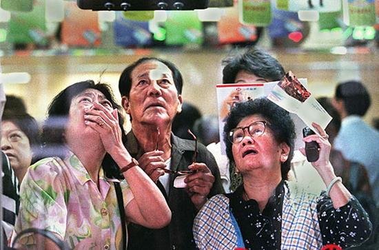 1997年,突如其来的金融风暴让很多香港人掩面而泣。