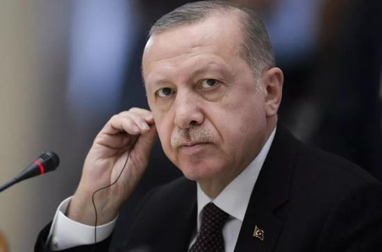 ▲埃尔多安多次表示,土耳其不会放弃S-400防空导弹系统。(新华社发)
