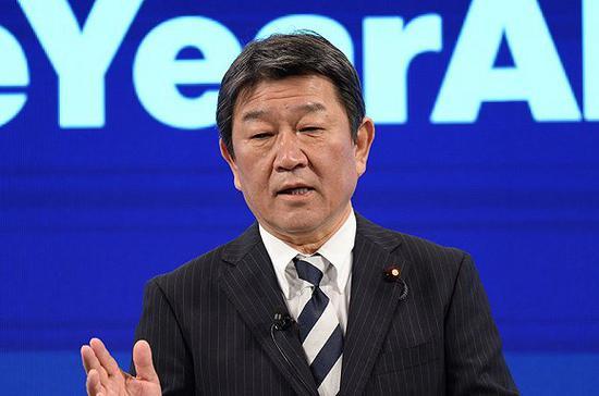 日本经济新生相茂木在彭博年会上主旨说话。图片来源:视觉中国