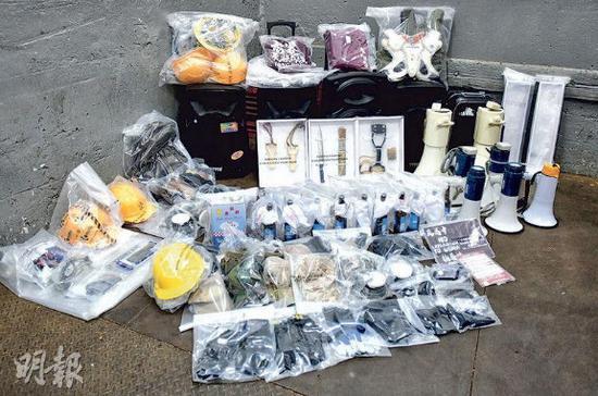 香港警方查获其他证物(图片来源:港媒)
