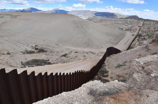 美墨边境发现19名死者:中枪身亡,遗体被烧焦