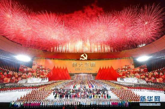6月28日晚,庆祝中国共产党成立100周年文艺演出《伟大征程》在国家体育场盛大举行。新华社记者 黄敬文 摄