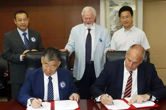 雷德格雷夫与中国赛艇队签约。