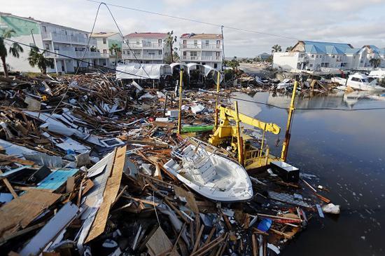 废墟铺满海岸(俄罗斯卫星)