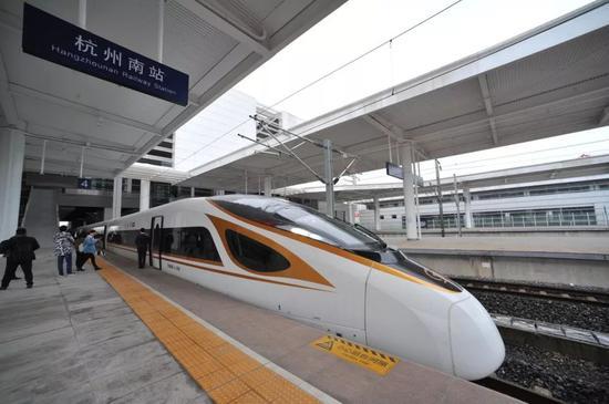 记者乘坐的G55801次高铁即将发车 吴崇远/摄