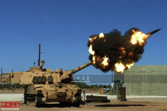 资料图:美军M109自行火炮开火瞬间。