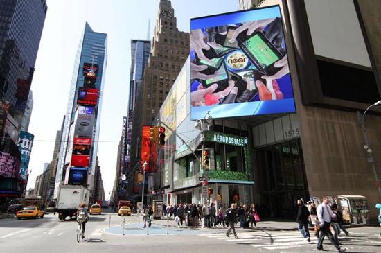 ▷ 上海三思在时代广场安装的第一块LED屏