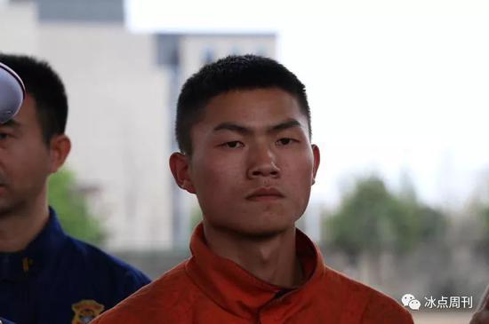 归来的消防员杨康锦。王鑫昕/摄